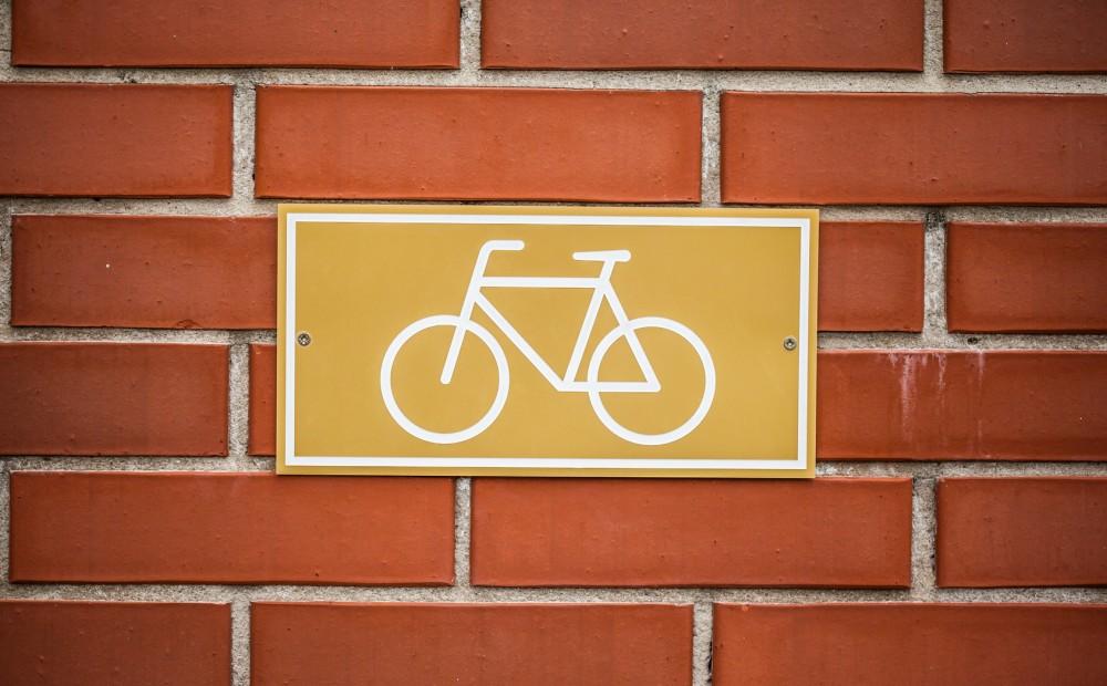 Bicycle lane sign indicating bike route